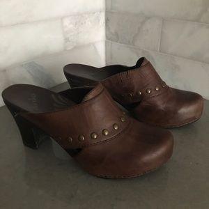 Dansko Vintage Brown Leather Mules Brass Studs 40